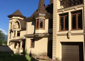 Дом 380 м² на участке 18.00 соток