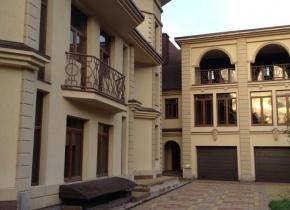 Дом 2400 м² на участке 9.00 соток