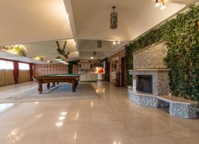 Дом 1200 м² на участке 3.00 сотки