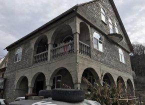 Дом 300 м² на участке 9 сот.