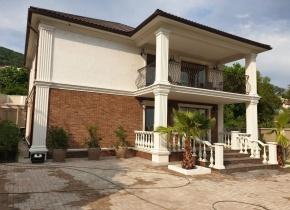 Дом 250 м² на участке 6.50 соток