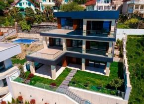 Дом 740 м² на участке 7.00 соток