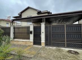 Дом 250.00 м² на участке 7.00 соток